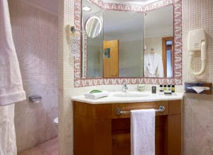 Bathroom VIP Sea Front Knossos Royal